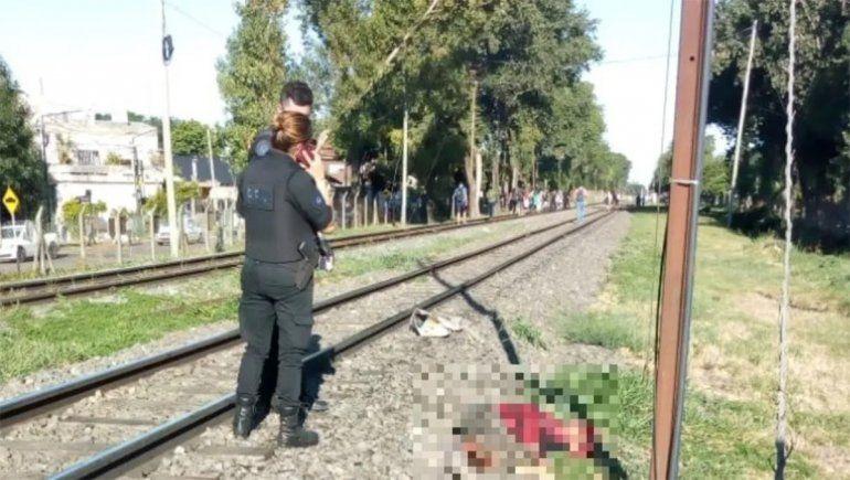 Femicidio: arrojó a su pareja a las vías del tren y murió