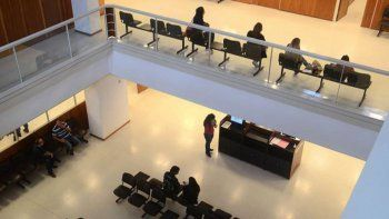 denuncia contra un ex juez: engano, violacion y una advertencia telefonica