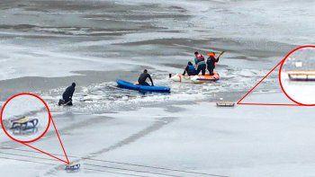 Dos niños cayeron al agua helada del dique y murieron