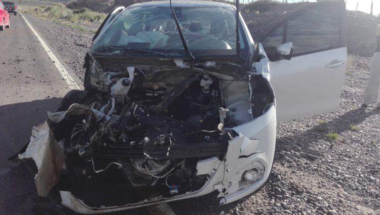 Reventó un neumático del auto y volcaron sobre la Ruta 151
