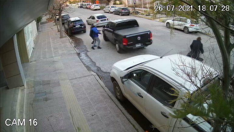 Video: así intentaron robar a mano armada una camioneta en pleno centro