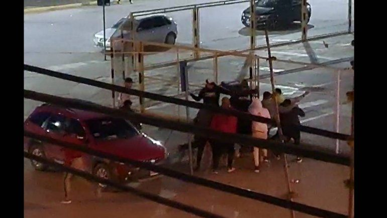 Videos: salvaje enfrentamiento frente al Club Cipolletti