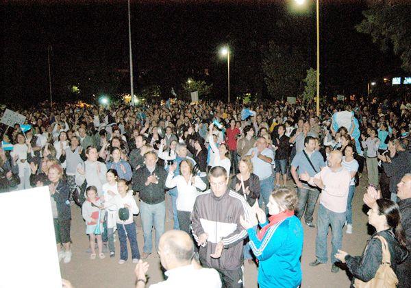 Más de un millar de vecinos en protesta contra Gobierno