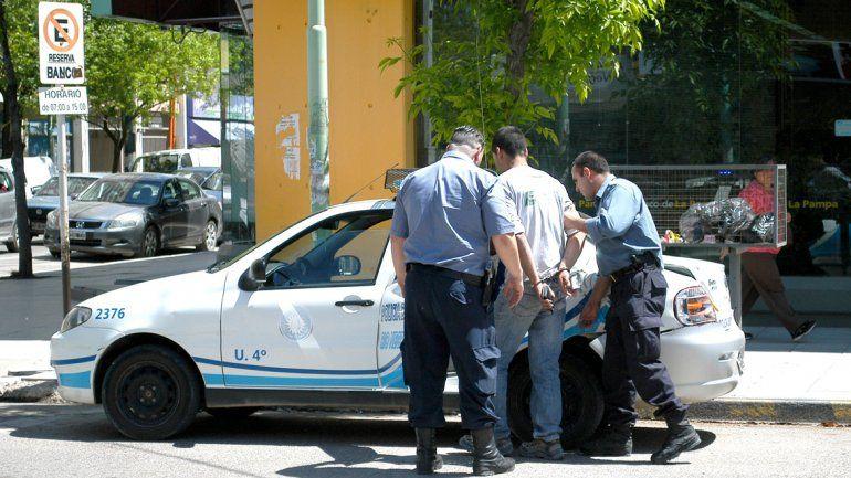 Los cordobeses sospechosos fueron reducidos y trasladados a la comisaría.