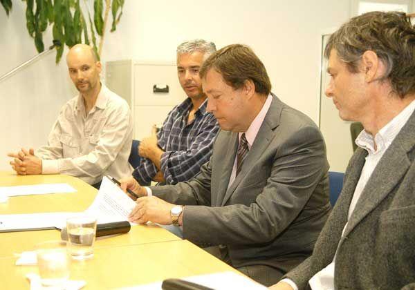 Firmaron el contrato para la obra de 66 viviendas de Quillahue