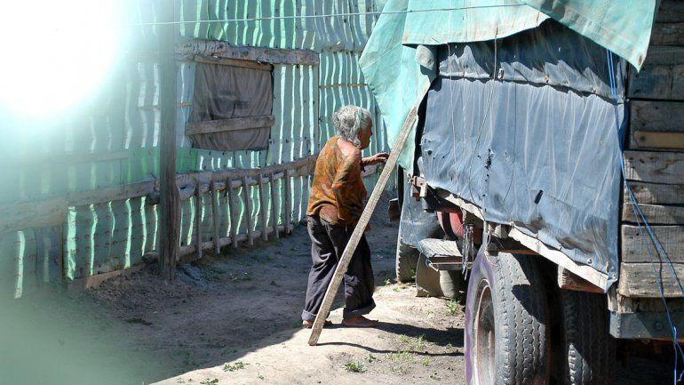 Miriam vivía encerrada en un camión abandonado y se alimentaba a base de pasto