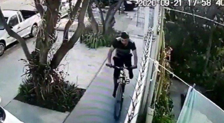 Robó una bicicleta de una casa y quedó todo grabado