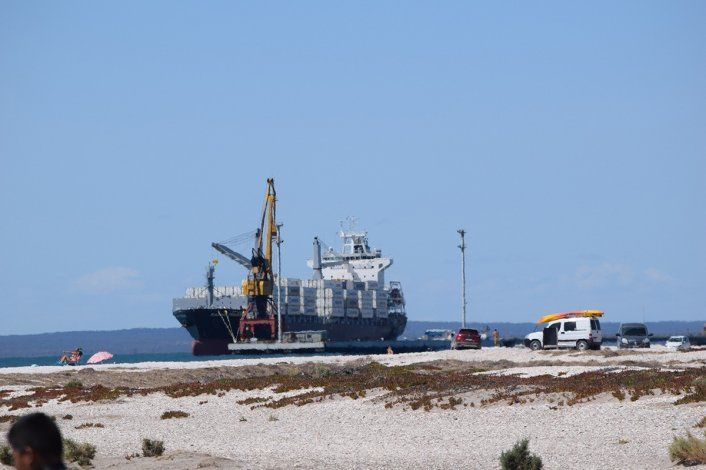 El martes llega el primer barco al puerto rionegrino