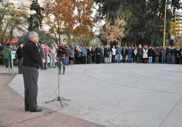 Cientos de cipoleños se juntaron a cantar el Himno