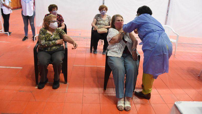 Covid: arranca la vacunación en los geriátricos de Neuquén
