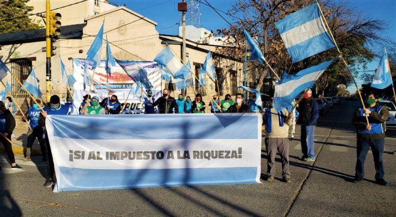 Locro y banderazo de ATE en apoyo al  impuesto a las riquezas