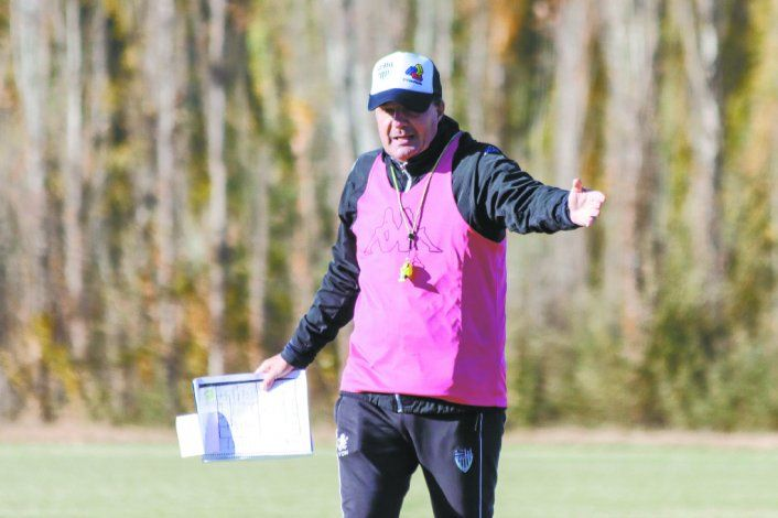 Raggio no quiere perder el trabajo de campo. Aunque lo tenga que hacer en grupos