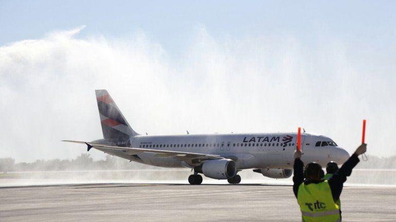 LATAM deja de operar los vuelos de cabotaje en el país