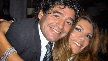 ¿Por ser feminista no se puede llorar a Maradona?: el tributo de Flor de la V