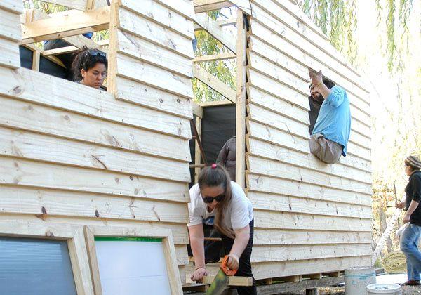 Voluntarios construyeron seis casas