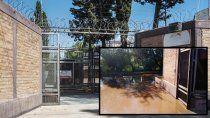 indignante: una toma tapo un canal de riego y el agua va a parar a un motel
