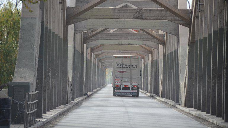 Unos 150 vehículos pasaron por el carril exclusivo en el puente