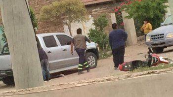 Momentos de desesperación se padecieron cuando no podían sacar a la joven atrapada bajo el vehículo.