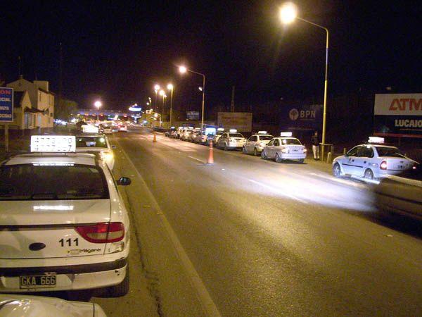 Tres robos a taxistas locales en la misma noche