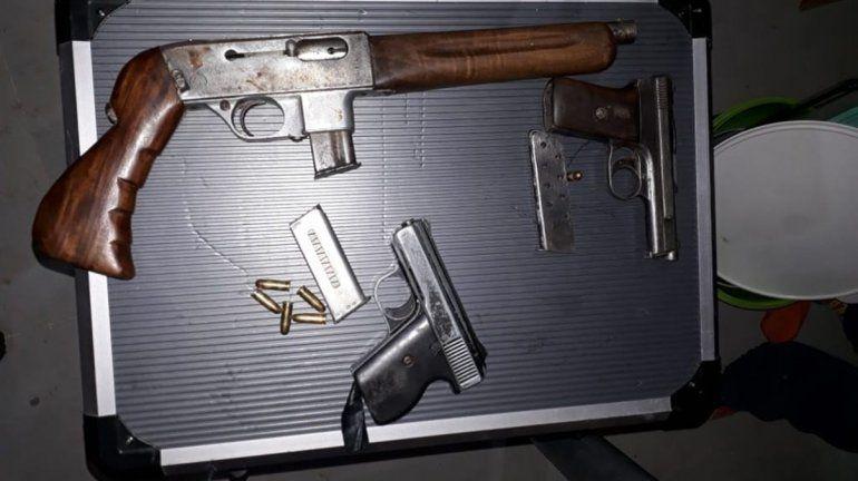 Reventaron dos kioscos narco en Allen y Roca