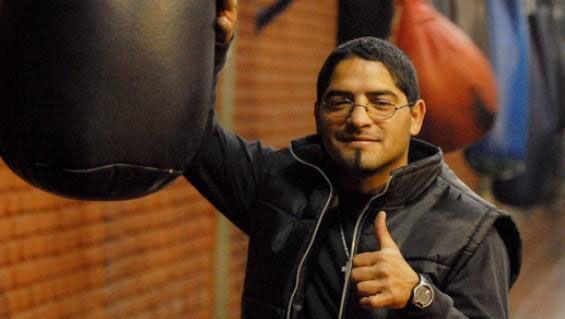 Pablo Chacón arriba a Oro para intentar traer la pelea Viñas-Acuña
