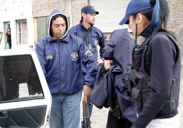 Hallan droga, un arma y municiones en un operativo en el barrio Villarino