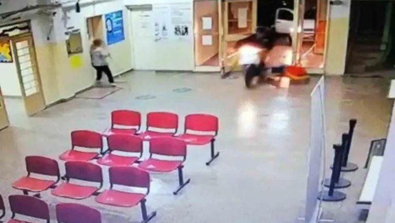 Se metió al hospital con la moto para zafar de la Policía, pero terminó detenido
