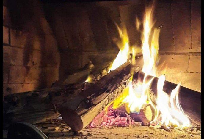 Preparaban un asado y se les apareció una cara en el fuego.