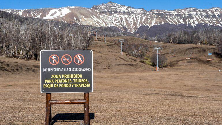 Las impactantes postales del cerro Chapelco sin nieve en pleno invierno