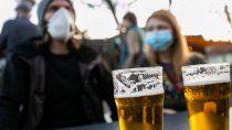 se disparo el consumo de alcohol y analizan restricciones