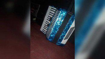 desesperada busqueda del acordeon que le robaron dos ladrones