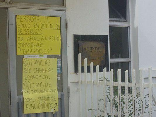 Protestan por el despido de 6 trabajadores en el hospital de Fernández Oro