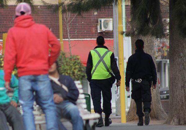 Refuerzan custodia policial en supermercados