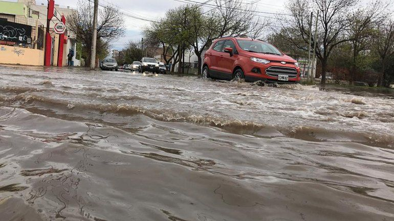 En 16 horas, cayó el doble de agua prevista para todo mayo