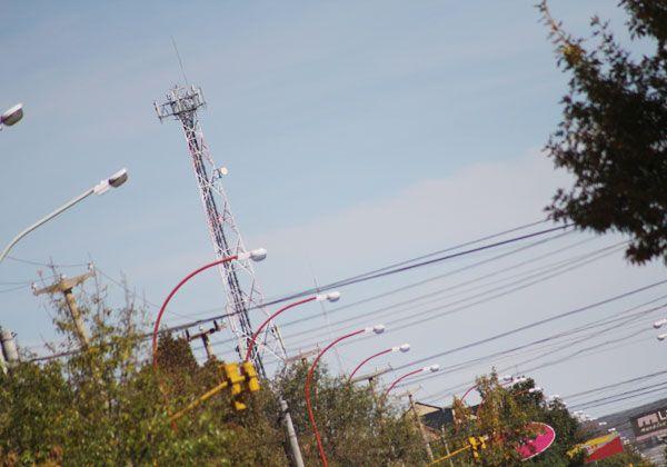 Más controles de antenas, cableados y postes