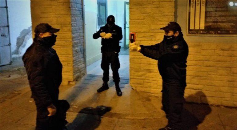 Para evitar nuevos contagios en la Policía, comenzaron a tomar la temperatura en las comisarías cipoleñas