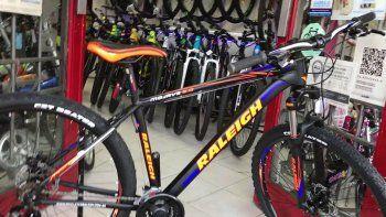 se compro una bicicleta para ir a trabajar, pero se la robaron a los tres dias