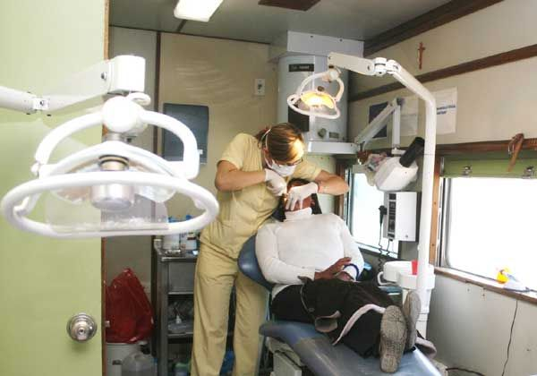 Llegarían equipos dentales a la sala de salud de barrio Del Trabajo