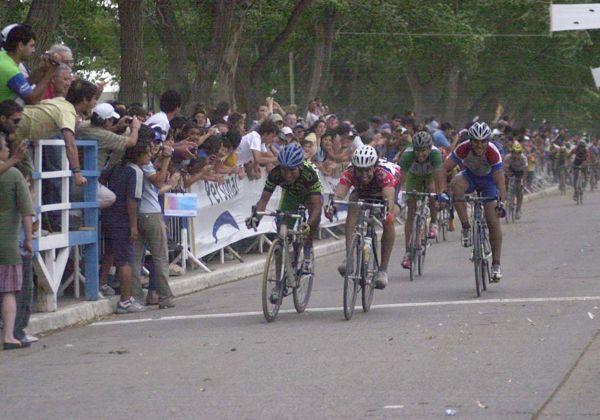 """Radio """"La Carretera"""" realiza muestra sobre la Vuelta al Valle de ciclismo"""