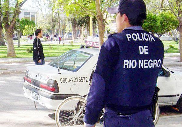 Disfrazados de policías roban una casa