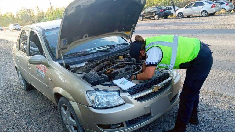 Usaba un auto robado como remís y lo atraparon en un control