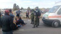turistas retuvieron una ambulancia para que los dejen pasar