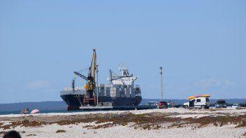 El martes llega el primer barco al puerto rionegrino, y con él arranca la nueva temporada de exportación de frutas.