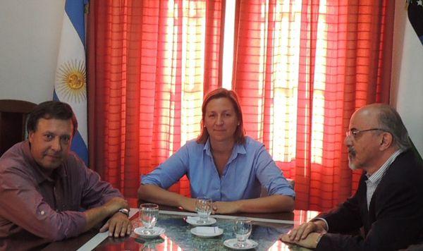 Weretilneck en Bariloche junto a la intendenta y a Carlos Tomada