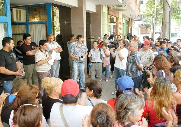 Protesta en la obra social del Sindicato de la Fruta