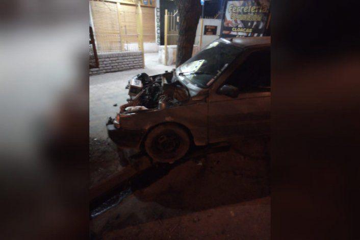 Joven motociclista sufrió heridas graves tras chocar con un auto
