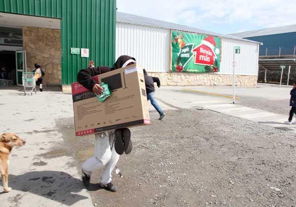 Procesan a los detenidos por saqueos en Bariloche
