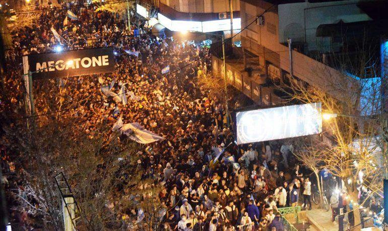 Mirá la caravana de hinchas cipoleños por el triunfo argentino