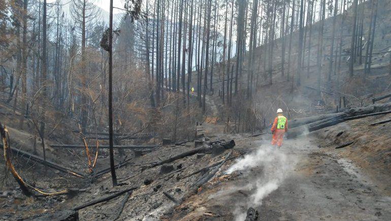 Dos muertos y tres heridos graves por los incendios en Chubut