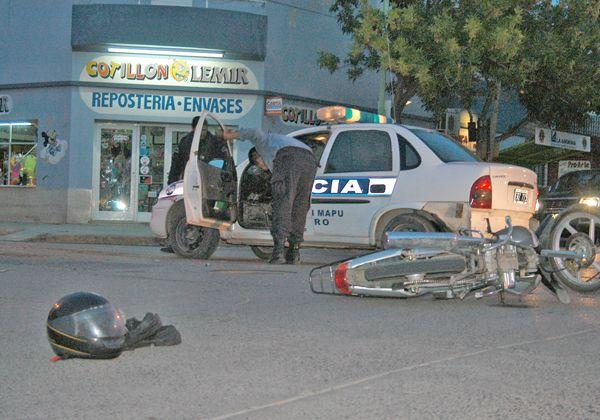 Motociclista embistió un patrullero